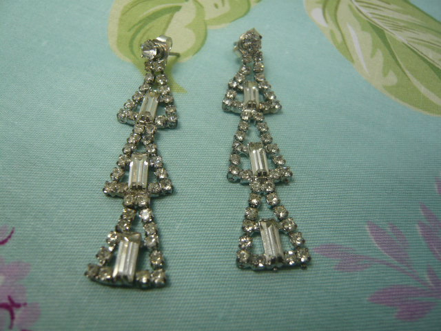 z/sold  VINTAGE DIAMANTE EARINGS in shape of christmas tree
