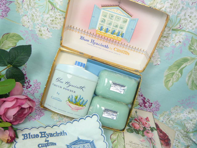 Z/SOLD  VINTAGE CUSSONS TOILETRIES SET