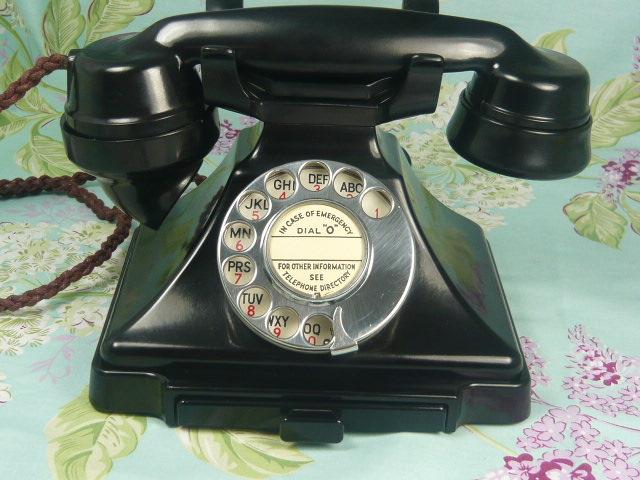ART DECO PYRAMID 232 BAKELITE TELEPHONE