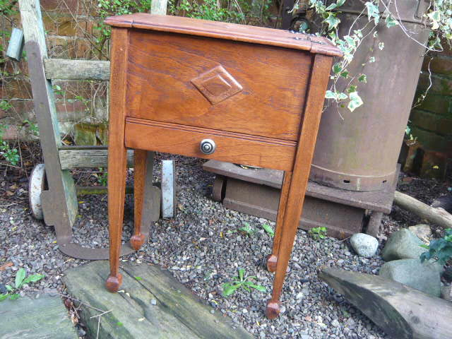 Z/sold  VINTAGE SEWING BOX