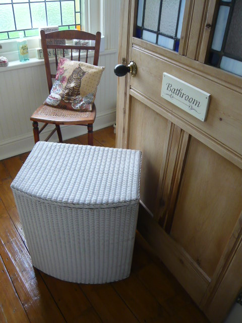 Z/SOLD  LUSTYS LLOYD LOOM LINEN BASKET