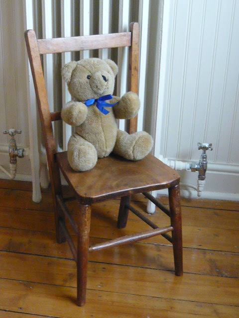 Z/SOLD  CHILDRENS VINTAGE SCHOOL CHAIR