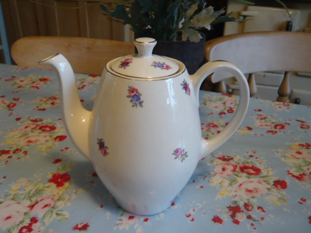 z/sold VINTAGE TEAPOT / COFFEE POT BY ALFRED MEAKIN
