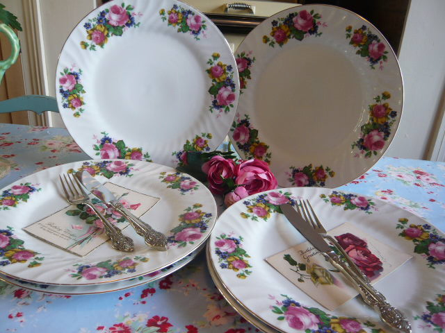 Z/SOLD  VINTAGE ROYAL NORFOLK DINNER PLATES with roses
