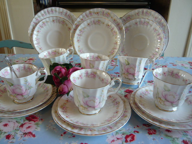 z/sold  VINTAGE TEA SET with pale pink roses