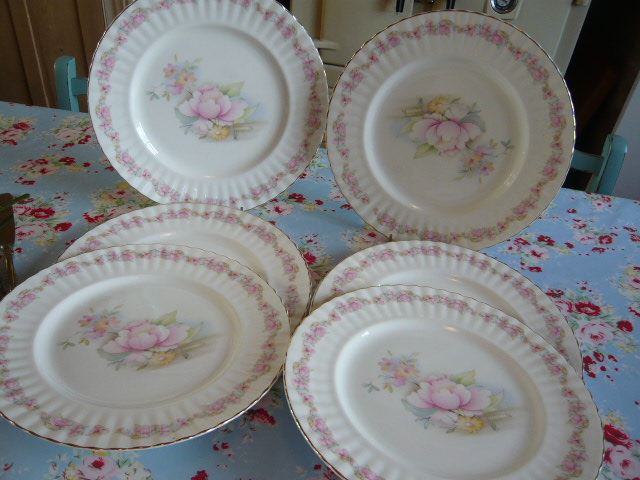 z/sold  VINTAGE DINNER PLATES On their way to New Zealand !!