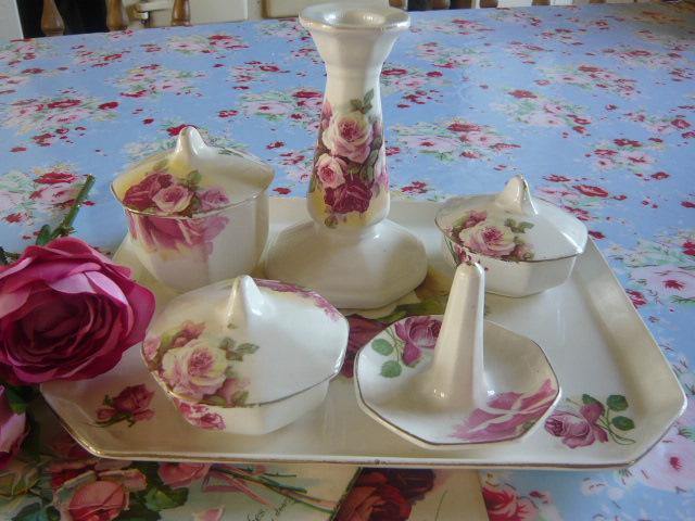 Roses vintage dressing table set