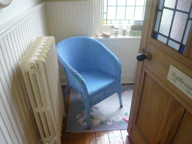 z/sold A BEAUTIFUL VINTAGE LLOYD LOOM CHAIR