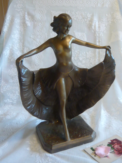 Z/SOLD - A STUNNING ART DECO LADY DANCER FIGURE