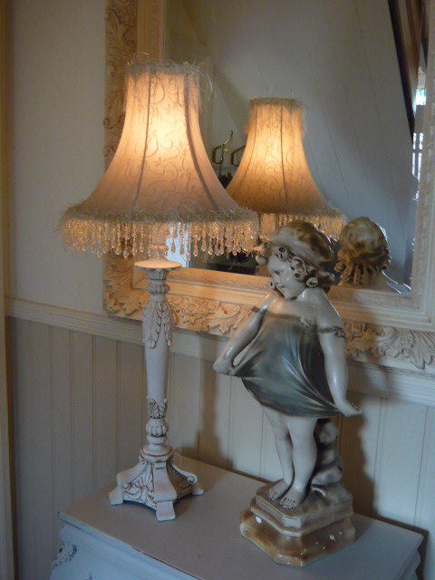 z/sold  SHABBY CHIC  BOUDOIR LAMP
