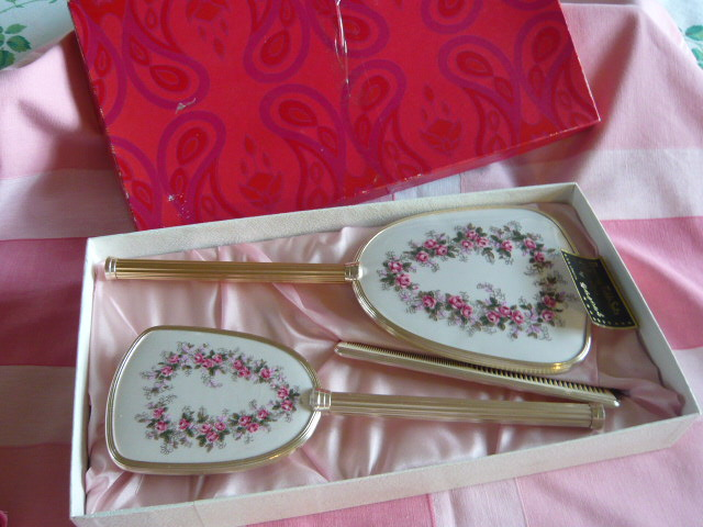 VINTAGE BOXED DRESSING TABLE SET
