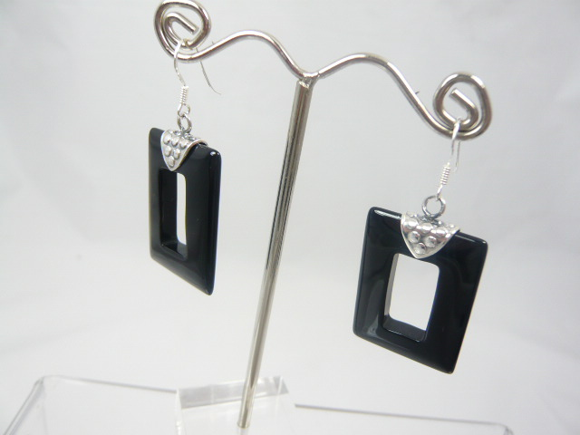 z/sold A PAIR OF SILVER ART DECO DROP EARINGS