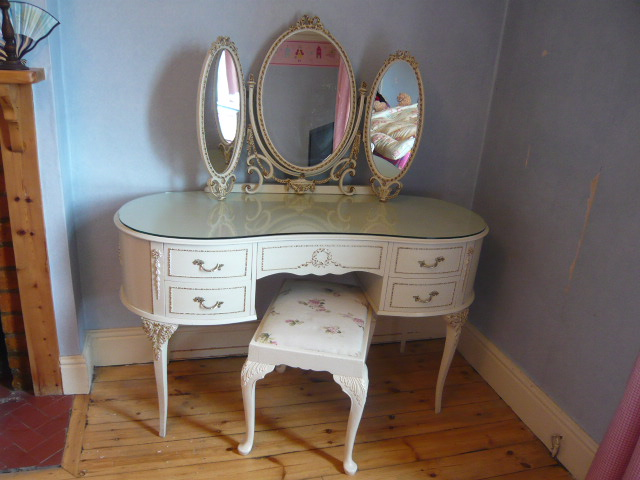 Z/SOLD - A DELIGHTFUL VINTAGE KIDNEY SHAPED DRESSING TABLE