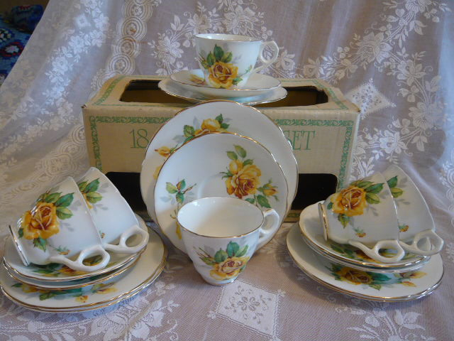 ENGLISH BONE CHINA TEASET IN ORIGINAL BOX YELLOW  ROSES