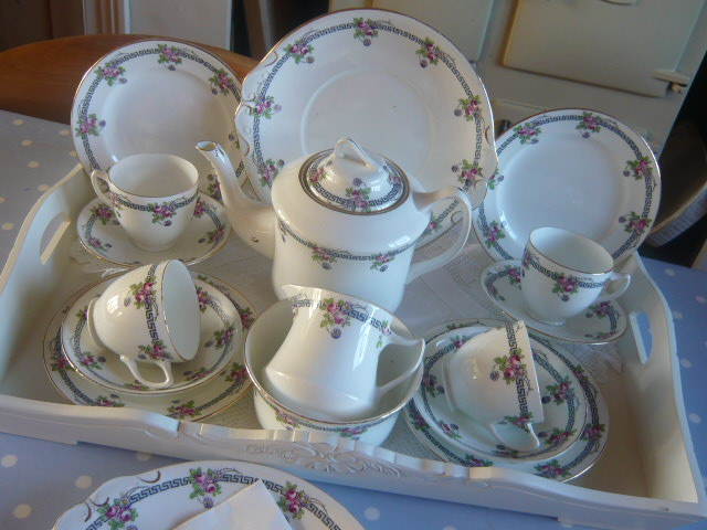 Z/SOLD  DIAMOND POTTERY VINTAGE TEA SET