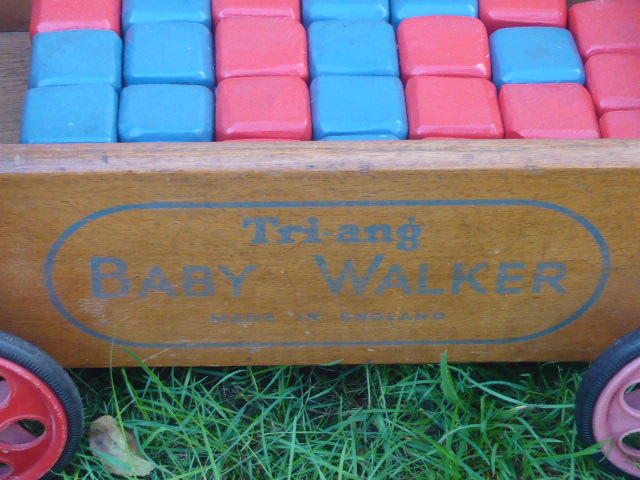 z/sold VINTAGE CHILDRENS TRIANG BUILDING BLOCKS baby walker