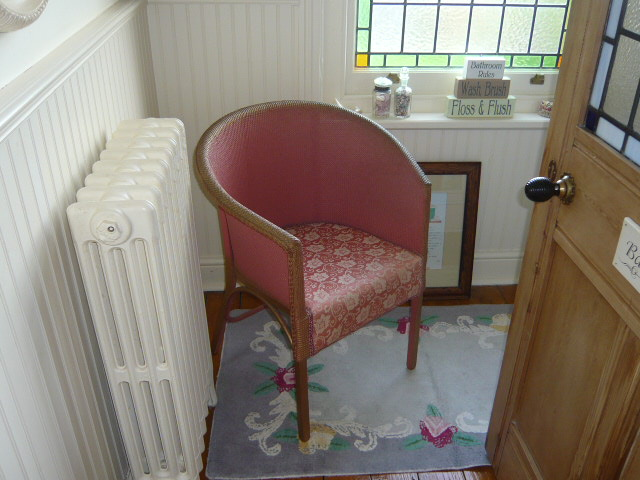 z/sold A PINK  VINTAGE WOVEN BEDROOM CHAIR