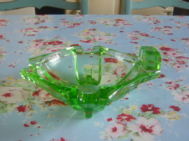 Z/SOLD - A STUNNING GREEN GLASS ART DECO ASHTRAY