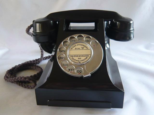STUNNING VINTAGE  GPO 332  BAKELITE TELEPHONE