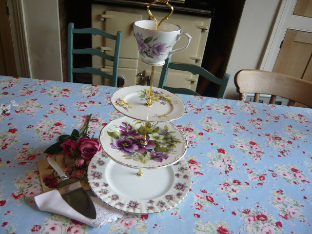 z/SOLD A STUNNING VINTAGE 4 TIER CHINA CAKESTAND WITH ROYAL ALBERT