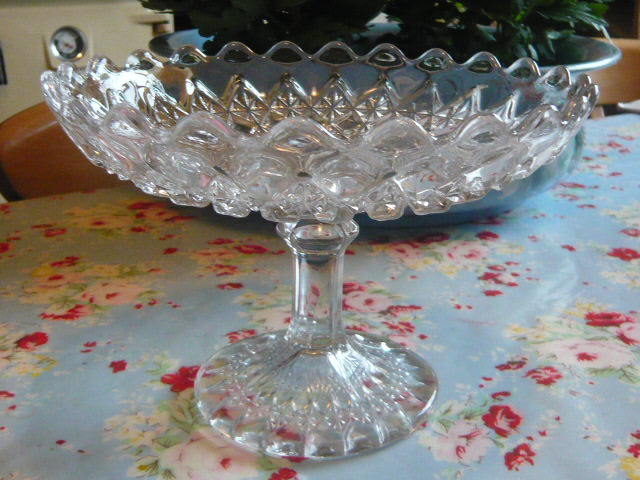 Z/SOLD - A FRENCH VINTAGE GLASS CAKE STAND