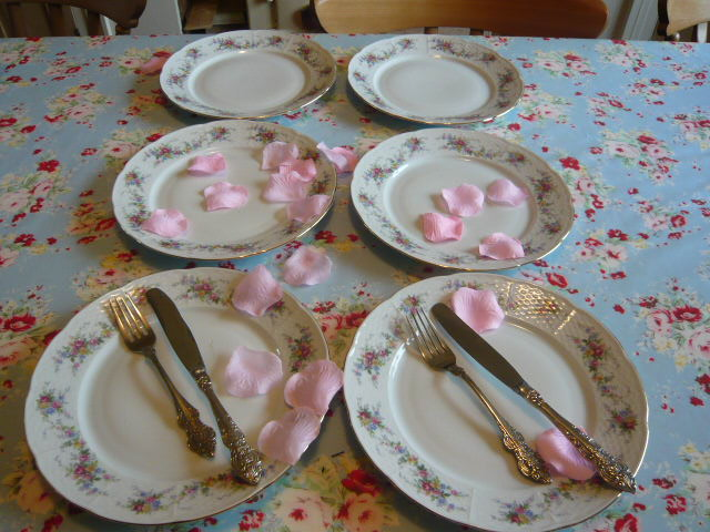 Z/SOLD - A SET OF VINTAGE DINNER PLATES BY THUN & A set of vintage dinner plates by Thun
