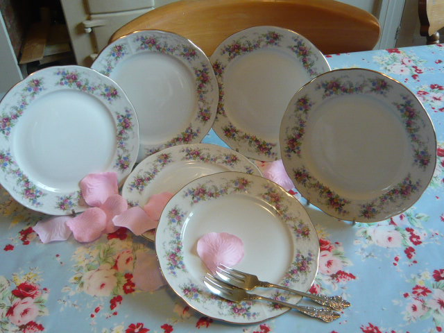Z/SOLD - A SET OF VINTAGE TEA PLATES BY THUN