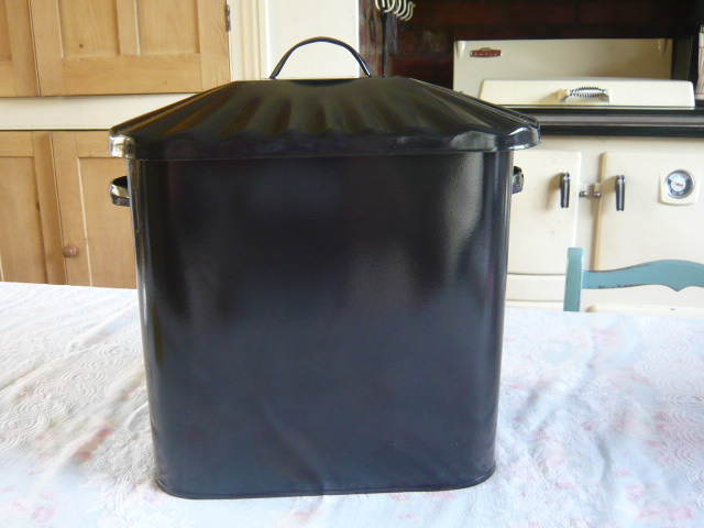 z/sold - UNUSUAL BLACK  BREAD BIN