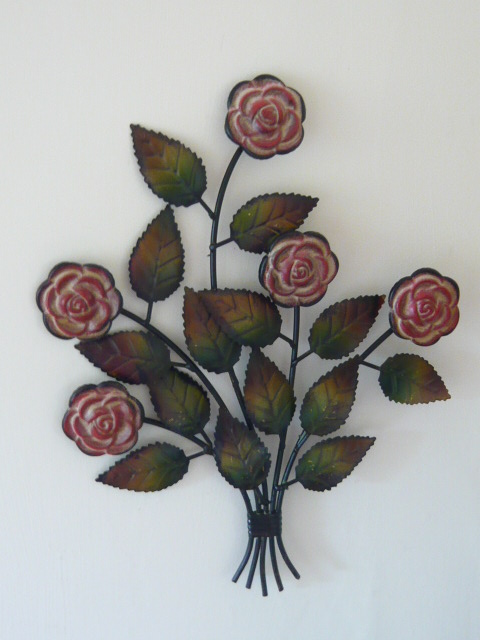 Z/SOLD  VINTAGE STYLE BUNCH OF ROSES WALL HANGING