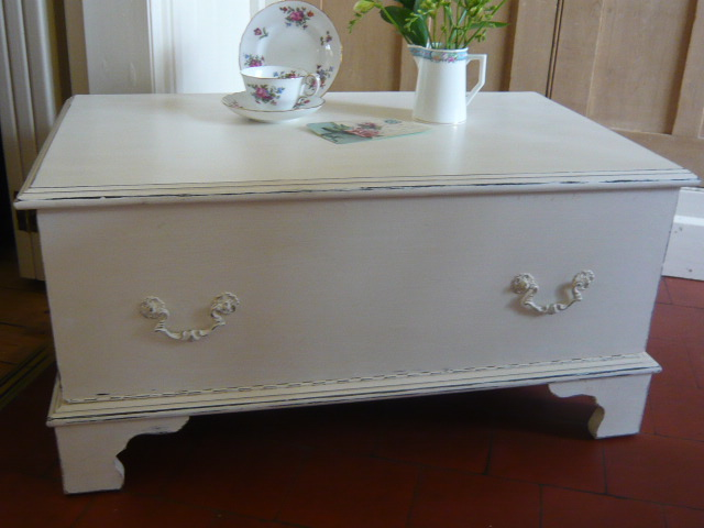 Z/SOLD A BEAUTIFUL SHABBY CHIC TV UNIT/CABINET