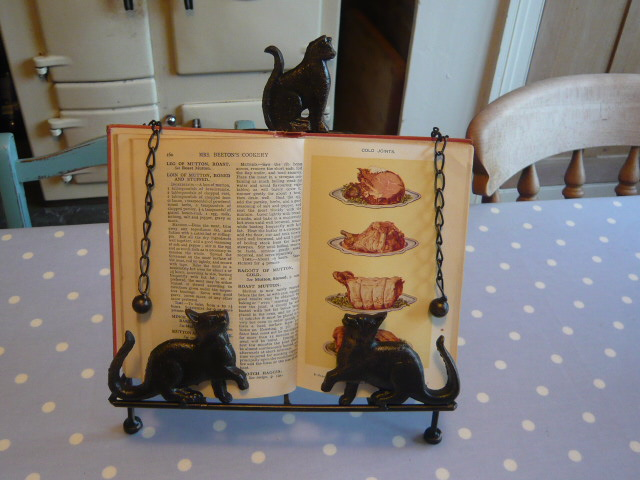 Z/SOLD  CAT RECIPE BOOK STAND