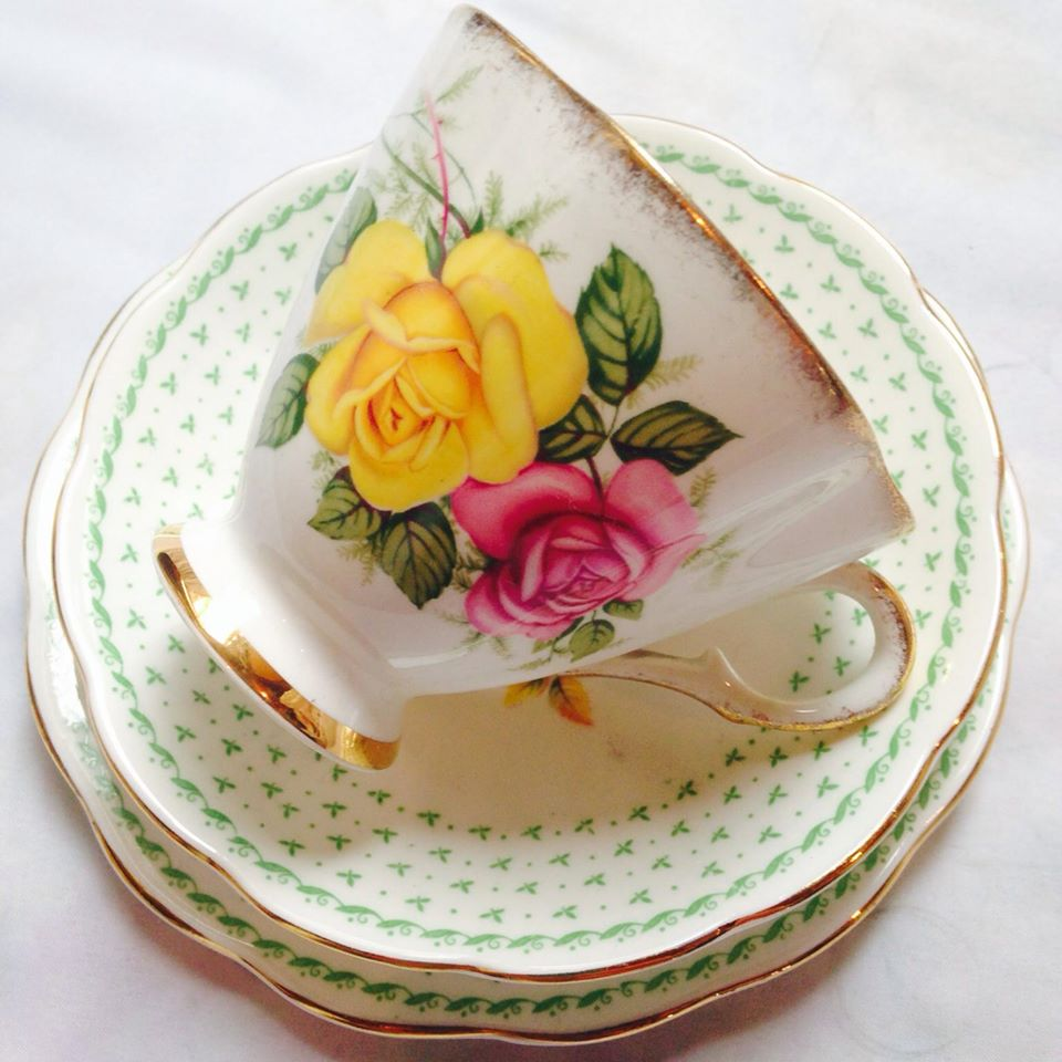 A stunning Vintage Roses trio set