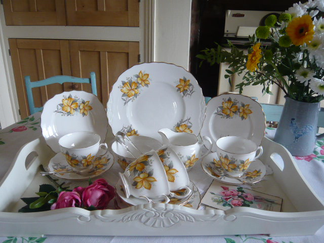 Z/SOLD  STUNNING  YELLOW FLORAL VINTAGE TEASET
