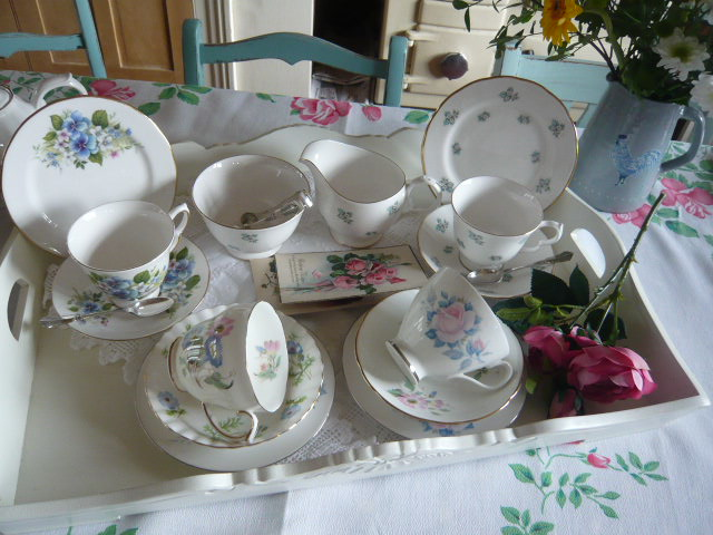 z/sold  VINTAGE TEASET MIX-N-MATCH WITH BLUE VIOLETS AND DAISYS
