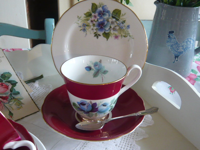 z/sold  VINTAGE TEASET MIX-N-MATCH WITHPINK & BLUE  ROSES