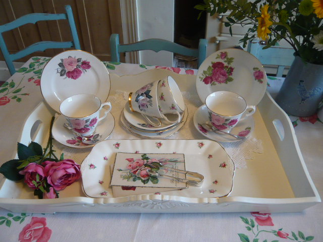 z/sold  VINTAGE TEASET MIX-N-MATCH WITH ROSES & ROSEBUDS