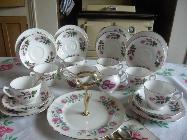 z/sold  ADORABLE CROWN STAFFORSHIRE VINTAGE TEASET