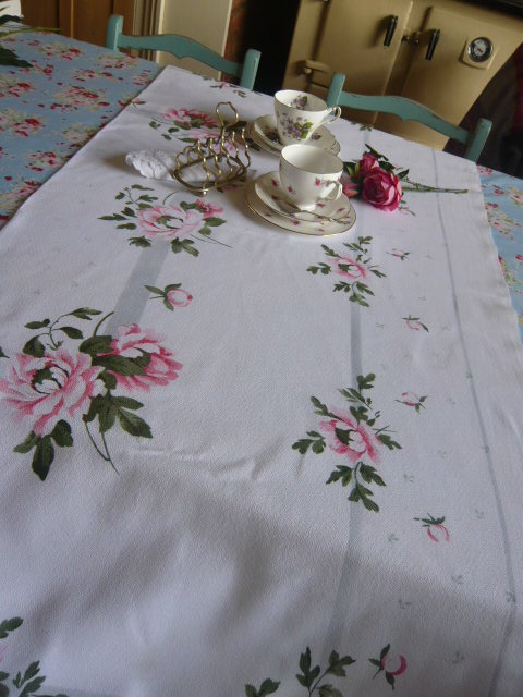 z/sold A STUNNING ROSES TABLECLOTH