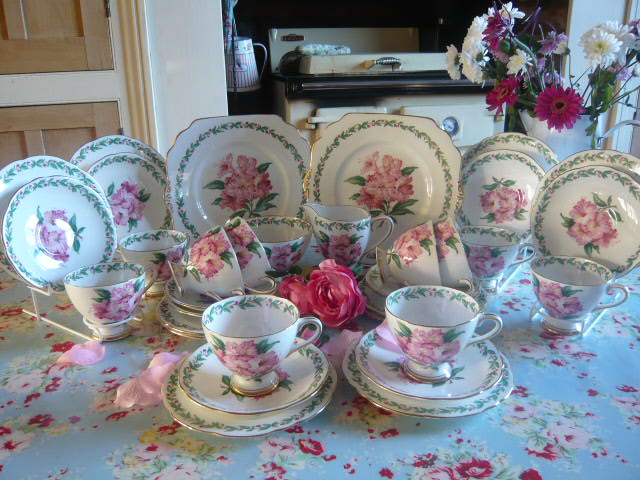 Z/SOLD - A GLADSTONE CHINA LAUREL TIME TEA SET