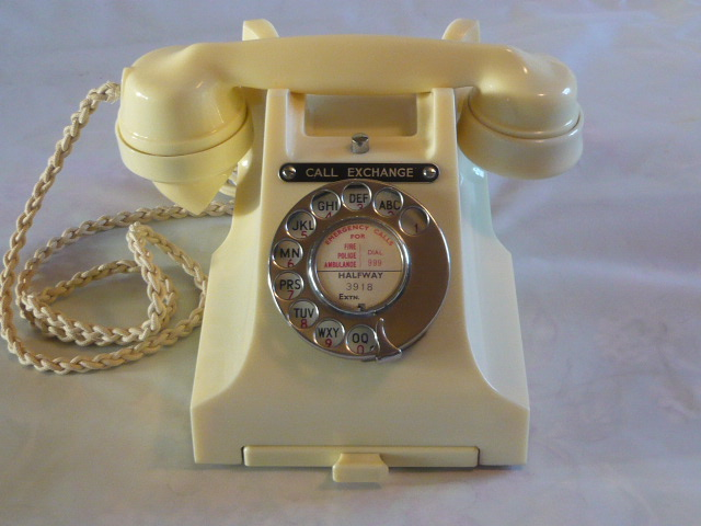z/SOLD - A STUNNING IVORY VINTAGE BAKELITE 300 SERIES CALL EXCHANGE TELEPHONE