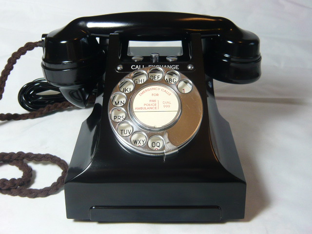 Z/SOLD - A STUNNING VINTAGE BAKELITE 300 SERIES CALL EXCHANGE TELEPHONE 1950'S