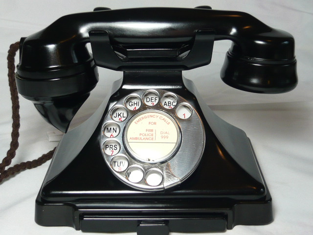 ART DECO PYRAMID 232 BAKELITE TELEPHONE
