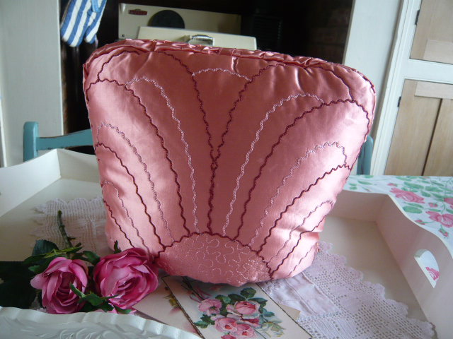 z/sold ART DECO VINTAGE PINK SATIN TEA COSY