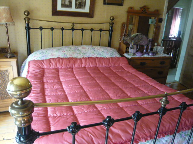 z/sold  BEAUTIFUL PINK  VINTAGE EIDERDOWN