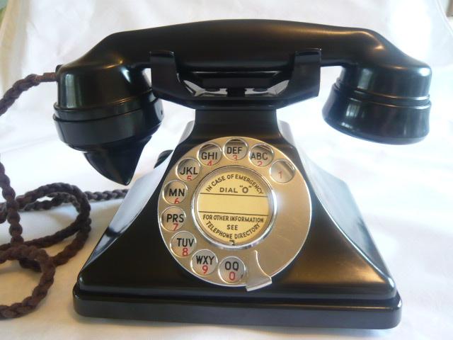 VINTAGE PYRAMID ART DECO BAKELITE TELEPHONE 162