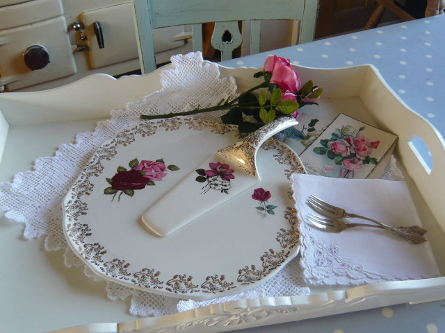 z/sold  A CAKE PLATE AND SERVER VINTAGE ROSES