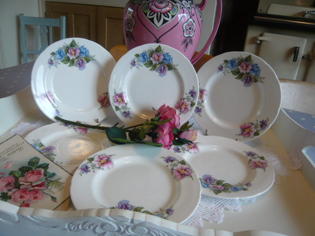 z/sold A VINTAGE set of  TEA PLATES  sweetpeas