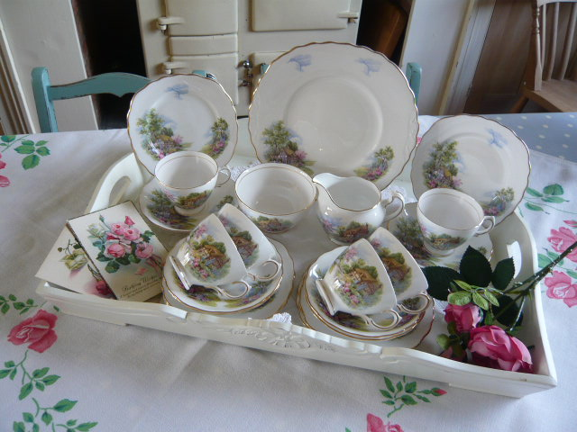 z/sold  STUNNING  ENGLISH COUNTRY COTTAGE TEASET BY ROYAL VALE