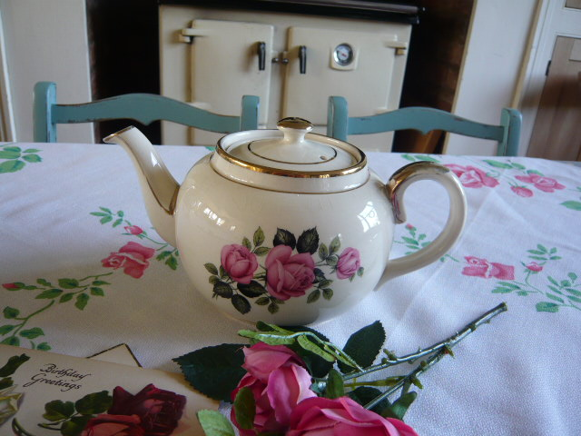 Z/SOLD  ROSES VINTAGE TEAPOT by Sadler