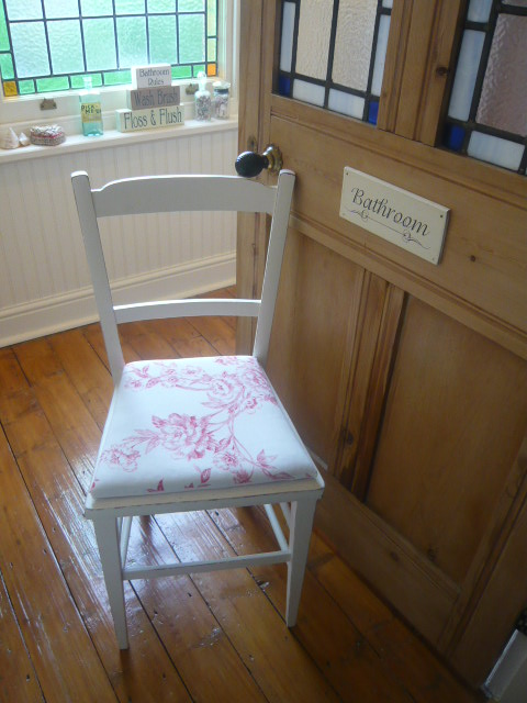 z/sold  VINTAGE SHABBY CHIC CHAIR